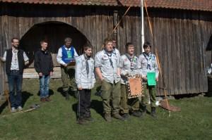 Patrulje Hauk fra Halden med beviset på at de har vunnet kretskonkurransen 2012